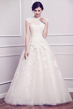 Tendance Robe De Mariée 2017/ 2018 : Classic elegant cap-sleeved wedding gown   Dress by Kenneth Winston