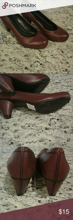 Antigravity Easy Spirit Shoes NWT super nice shoe 2 inch heel..perfect for work..color Maroon Easy Spirit Shoes Heels