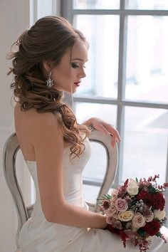 18 Wedding Hairstyles For Every Hair Length ❤ We collected for future Mrs some ideas of wedding hairstyles for every hair length.weddingforwar… - Wedding Hairstyles Best Ideas For 2020 Brides Wavy Wedding Hair, Hairdo Wedding, Wedding Hairstyles For Long Hair, Wedding Hair And Makeup, Long Wavy Hair, Bride Hairstyles, Prom Hair, Bridal Hair, Easy Hairstyles