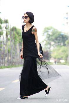 bob hair and black dress, cool yeaah!