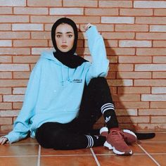 50 Chic And Comfy Hijab Outfits For Sport Lovers – Hijab Fashion Modern Hijab Fashion, Hijab Fashion Inspiration, Muslim Fashion, Fashion Fashion, Fashion Outfits, Hijab Chic, Casual Hijab Outfit, Hijab Sport, Sports Hijab
