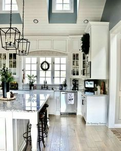 Small Modern Farmhouse Kitchen Home . 35 Inspirational Small Modern Farmhouse Kitchen Home . Modern Farmhouse Living Luxury Farmhouse Kitchen with Vaulted Farmhouse Kitchen Cabinets, Modern Farmhouse Kitchens, Home Kitchens, Rustic Farmhouse, Kitchen Rustic, Dream Kitchens, Farmhouse Design, Kitchen White, Farmhouse Ideas