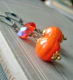 Orange Resin Earrings Brass Earrings Vintage van beadstylin op Etsy