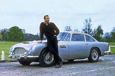 Aston Martin DB5, Sean Connery Aston Martin DB5: Goldfinger (1964), 330 PS, 3,9-Liter-Sechszylinder, max. 232 km/h. Maschinengewehre, kugelsichere Rückwand, Ölsprüher, Beifahrer-Schleudersitz, drehbare Nummernschilder, ausfahrbare Reifenschlitzer, Radarschirm. Weitere Einsätze in Feuerball (1965), Goldeneye (1995), Der Morgen stirbt nie (1997), Casino Royale (2006), Skyfall (2012)