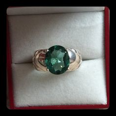 Clyde Duneier Green Diopside Ring 💚Large Oval Genuine Green Diopside Gemstone💚Set in Sterling Silver💚Hallmarked 925 Clyde Duneier CID💚Size 8.75💚Excellent Preowned Condition💚the stone measures 11 mm long x 9 mm wide Jewelry Rings