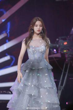Beautiful Chinese Women, Beautiful Asian Girls, Cute Wedding Dress, Prom Dresses, Formal Dresses, Ulzzang Girl, Stylish Girl, Girl Crushes, Korean Girl