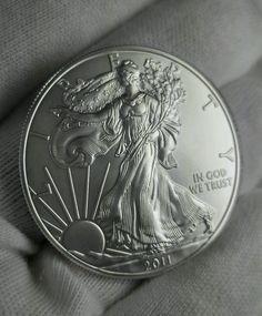 Collector Coin 999 Fine Sterling Silver - 2011 BU US Silver Eagle BULLION 1 oz