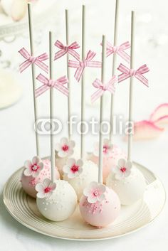 Pretty flower cake pops.
