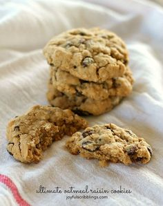 Cookies Recipes the ultimate oatmeal raisin cookie Best Oatmeal Raisin Cookies, Oatmeal Cookie Recipes, Cookie Desserts, Just Desserts, Chocolate Chip Cookies, Delicious Desserts, Dessert Recipes, Elegant Desserts, Dessert Bars