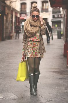 Love this whole outfit, but mostly look at that scarf!