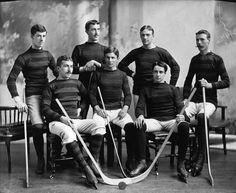 File:Bank of Montreal hockey team, Montreal.jpg