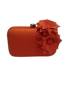 Display Your Finesse And Poise As You Carry This Clutch Ideally Made ... cb5488137690c