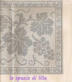 lo spazio di lilla: A gentile richiesta...: uva a filet per la tovaglia d'altare ed immagini sacre Thread Crochet, Crochet Lace, Knitting Patterns, Crochet Patterns, Filet Crochet Charts, Fillet Crochet, Crochet Curtains, Crochet Table Runner, Crochet Fashion