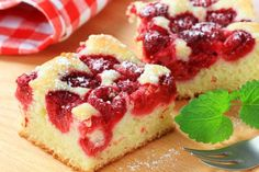 A sweet raspberry cake with sliced almond and powdered sugar. Serve with fresh blueberries for even more fruity flavor. Canning Cherry Pie Filling, Cake Recipes, Dessert Recipes, Kolaci I Torte, Serbian Recipes, Raspberry Cake, Almond Cakes, Cheesecake Bars, Cupcake Cakes