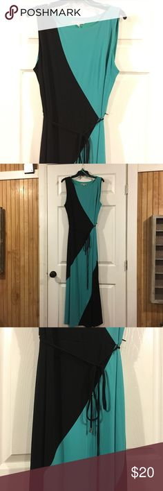 💕Host Pick Weekend Wanderlust 2/5/17💕 Sandra Darren Green/Black Maxi Dress Size XL, has black belt tie at waist, sleeveless, fully lined and very flattering. Sandra Darren Dresses Maxi