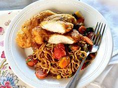 Illatos-omlós csirke sült rizstésztával – Jobb, mint bármelyik ázsiai kifőzdében | Nők Lapja Bacon, Spaghetti, Food Porn, Pasta, Chicken, Cooking, Ethnic Recipes, Cook Books, Drinks
