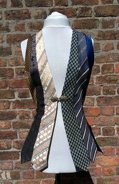 Mesdames steampunk gilet, gilet vintage, gilet femme, gilet cravates upcycled, or bleu marron