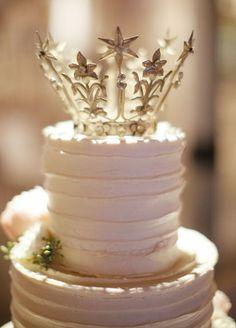 5 Very Cute Wedding Cake Topper Ideas: #3. Crowning glory