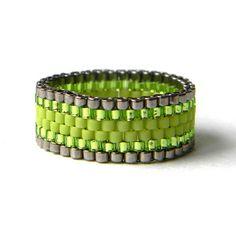 peyote ring beaded ring Яркое кольцо из бисера, зеленое кольцо, салатовое кольцо - украшения от anabel, анна белоус