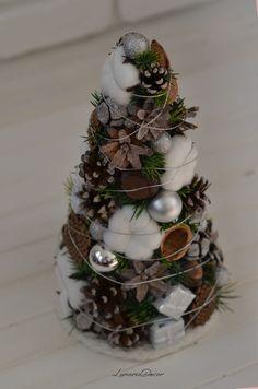 Natural Christmas Tree, Tabletop Christmas Tree, Silver Christmas Tree, Christmas Love, Diy Christmas Ornaments, Country Christmas, Xmas Tree, Christmas Holidays, Christmas Decorations