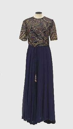 Hardy Amies, London Evening dress, late 1950s. Hardy Amies, London, Vintage Clothing, Evening Dresses, Short Sleeve Dresses, Stuff To Buy, Clothes, Fashion, Gown Dress