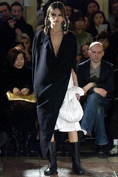 Comme des Garçons Fall 2003 Ready-to-Wear Fashion Show - Rei Kawakubo, Julia…