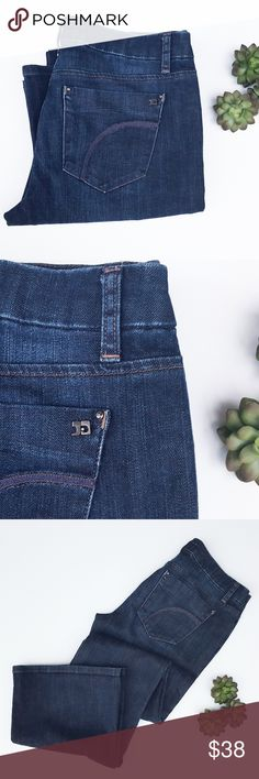 Joe's Jeans Visionaire Rocker Premium Denim W31 98% cotton 2% elastan  Good condition. Poshmark transactions only, open to offers via the offer button. Thanks for looking! Joe's Jeans Jeans Flare & Wide Leg