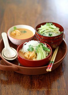 Nyonya Laksa (Nyonya Style Prawn and Rice Noodles) Recipe Malaysian Cuisine, Malaysian Food, Indonesian Food, Indonesian Recipes, Sushi Comida, Nyonya Food, Asian Recipes, Healthy Recipes, Bento