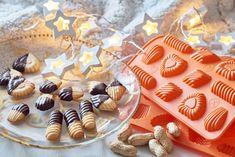 POLOMÁČENÉ ARAŠÍDOVÉ CUKROVÍ Mini Cupcakes, Birthday Cake, Sugar, Cookies, Desserts, Crack Crackers, Tailgate Desserts, Deserts, Birthday Cakes