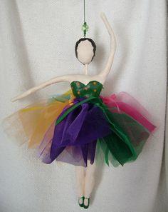 Bailarina de papel machê
