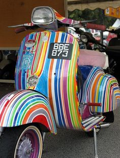 Rainbow scooter. You would just have to smile riding this, wouldn't you ..