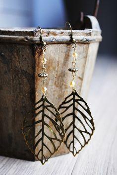 Boucles d'oreilles artisanales métal bronze perle de cristal dorée