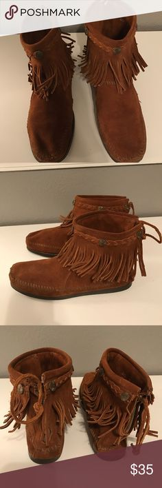 fb522a6057ac Minnetonka moccasins Brand new Minnetonka moccasins. Women's size 9. Retail  for $65.00. Great condition. Thank you for looking! Minnetonka Shoes  Moccasins
