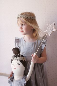 We had fun crafting up matching star wand and headbands to go along with our Wren and James collab 'Summer... Read more »