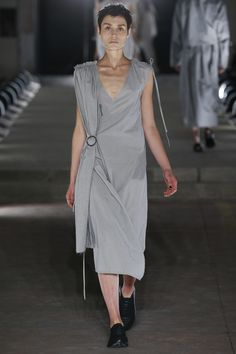 See the complete Damir Doma Spring 2016 Ready-to-Wear collection.