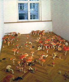 Roxy Paine, Amanita Field, 2001, Polymer, Steel, Laquer, Oil.