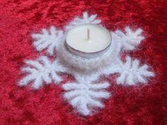 Kostenlose Häkelanleitung *Teelichthalter Schneeflöckchen* Crochet Snowflakes, Christmas Snowflakes, Christmas Crafts, Christmas Decorations, Christmas Ornaments, Crochet Christmas, Xmas, Crochet Gratis, Free Crochet