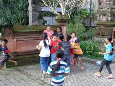 Educatieve spelletjes op het schoolplein  - Vrijwilligerswerk Bali