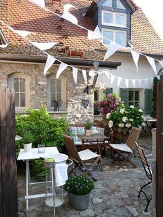 Sommerfestvorbereitungen - Flowers and outside - Garten Outdoor Rooms, Outdoor Dining, Outdoor Gardens, Outdoor Decor, Garden Cottage, Home And Garden, Summer Flowers, Cottage Style, Garden Inspiration