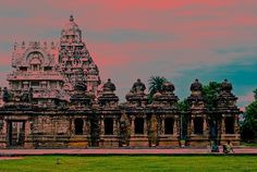 Kailasanathar Temple the oldest #temple in whole Kanchipuram enchanting #tamilnadu #incredibleindia #architecture #tphotooftheday #travelforexperiences #travelblogger #attp #Travellers #wanderlust of #southindia #worldheritagesite #indiatrip #incredibleindiaoffical #globetrotters 2 #indiatourism #culturaltourist #explorationstation #igtravelers #oldcitywalks #indiatravelgram & #travelgramindia 4 #indiaholidays #travelphotography #igchennai #travelphotographer #travelfreak #indiatravel…