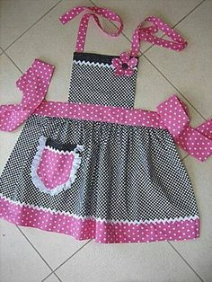 22 trendy Ideas for sewing aprons children Sewing Hacks, Sewing Crafts, Sewing Projects, Sewing Ideas, Sewing For Kids, Baby Sewing, Childrens Aprons, Cute Aprons, Apron Designs