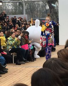 @manisharorafashion @parisfashionweek @totem_fashion #fun #colors #geisha #kimonostyle #manga #japanese #inspiration #show #defile #pretaporter #readytowear #fashionweek #paris #newcollection #trends #fallwinter1819 #fashion #tendances #designers #pfw #modemonline #Model #magazine #presse #collezionidonna @karolina_trawinska via COLLEZIONI MAGAZINE official Instagram - #Beauty and #Fashion Inspiration - Beautiful #Dresses and #Shoes - Celebrities and Pop Culture - Latest Sales and Style News…