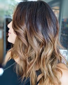 Dark brown with caramel balayage ombré #Balayage #ombre #hairbykimjette #stellalucacolor #winterparkstylist #winterparksalon #orlandobalayage #balayagespecialist #orlandohair #orlandohairstylist #caramelblonde #oribeobsessed #oribe #milbon #haircolor