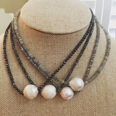 Interesting concept for a multistrand- offset larger beads Cute Jewelry, Diy Jewelry, Jewelry Box, Jewelery, Handmade Jewelry, Jewelry Design, Jewelry Making, Pearl Necklaces, Pearl Jewelry