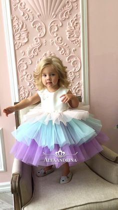 Baby Girl Dresses Diy, Baby Girl Birthday Dress, Baby Girl Frocks, Gowns For Girls, Frocks For Girls, Kids Outfits Girls, Birthday Dresses, Little Girl Dresses, Girl Outfits