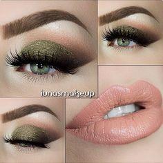 @iunasmakeup No liner thick lashes cat eye kind of look. Green/gold eyeshadow