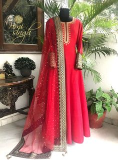 Order contact my whatsapp number 7874133176 Indian Gowns Dresses, Indian Fashion Dresses, Indian Designer Outfits, Pakistani Dress Design, Pakistani Outfits, Indian Wedding Outfits, Indian Outfits, Designer Anarkali Dresses, Designer Dresses