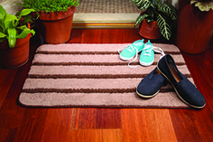 "What's the best kind of dirt? The kind that stays outside! 85% of contaminants are brought into the home in the first 4 steps! Our Entry Mat features super-thirsty microfiber and stiff polypropylene bristles so dirt and other pollutants get trapped in the mat instead of being tracked into your home. Use the NorwexRubber Brush to keep it looking fresh between washings. To launder, toss in washing machine. Air-dry. 50.8cm x 76.2cm / 20"" x 30"" Item #: 356510"