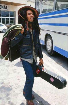 love music weed marijuana playing Concert guitar live dreads Bob Marley dreadlocks reggae smoke weed Marley rastafari jamaica jamaican feel the music rastas jamming Bob Marley Concert, Reggae Bob Marley, Damian Marley, Reggae Rasta, Reggae Music, Rasta Man, Reggae Style, Bob Marley History, Bob Marley Pictures