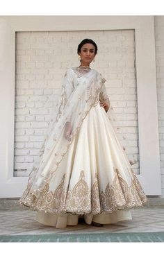 At CoutureYard, Buy Luxury Designer Indian Clothes for Women Online. Plus, get consultations from leading designers for handcrafted custom Dresses and Wedding or Bridal dresses. Indian Wedding Outfits, Pakistani Outfits, Bridal Outfits, Indian Outfits, Bridal Dresses, Punjabi Bride, Pakistani Bridal, Indian Suits Punjabi, Punjabi Wedding Suit